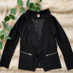 Trendy blazer with zipper pockets